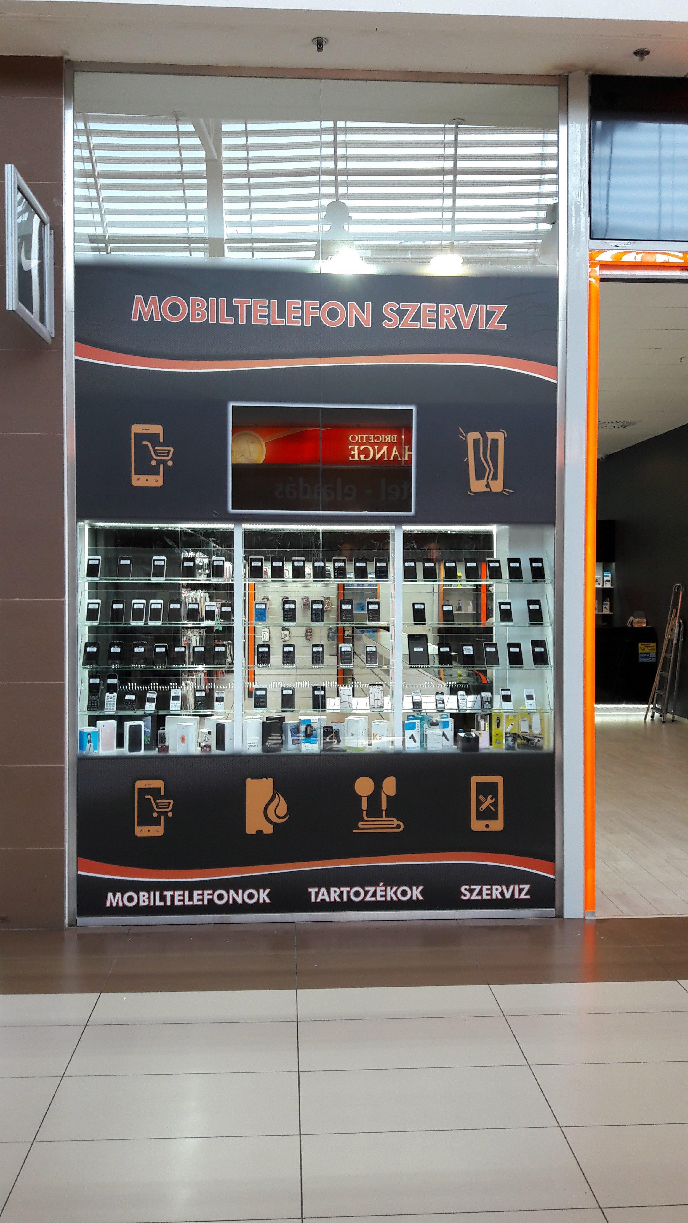 Kirakat fóliázás Miskolc József Attila úti Auchan áruházban az újonnan nyílt ProPhone GSM Szaküzlet és szerviz.